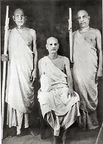 Srila Bhakti Prajnana Kesava Maharaja (center) and his sannyasa disciples, Srila Bhaktivedanta Muni Maharaja (left) and Srila Bhaktivedanta Swami Prabhupada (right)