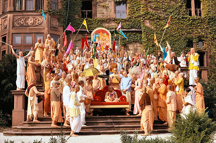 Schloß Rettershof/ Kelkheim, Germany 1974 - Srila Prabhupada with German Devotees
